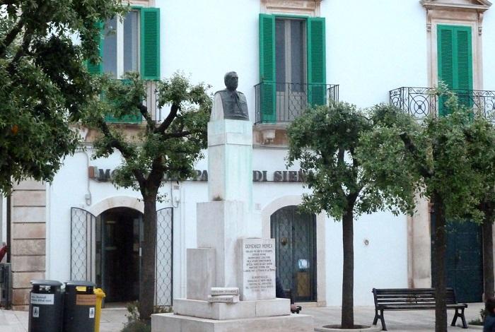 Памятник монсеньора Доменико Море
