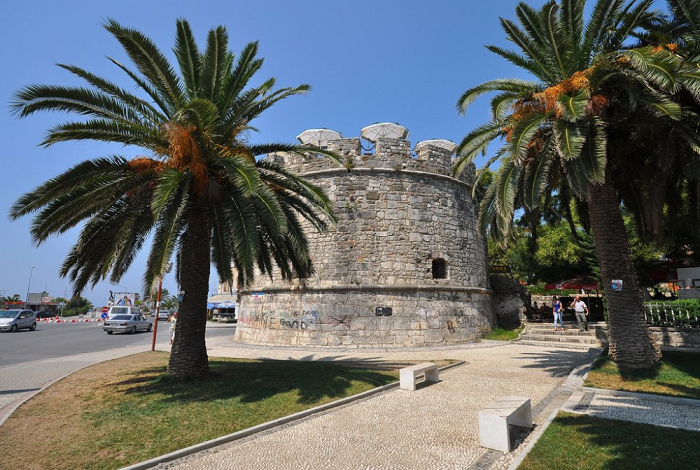 Замок Дурреса с Венецианской башней и амфитеатр