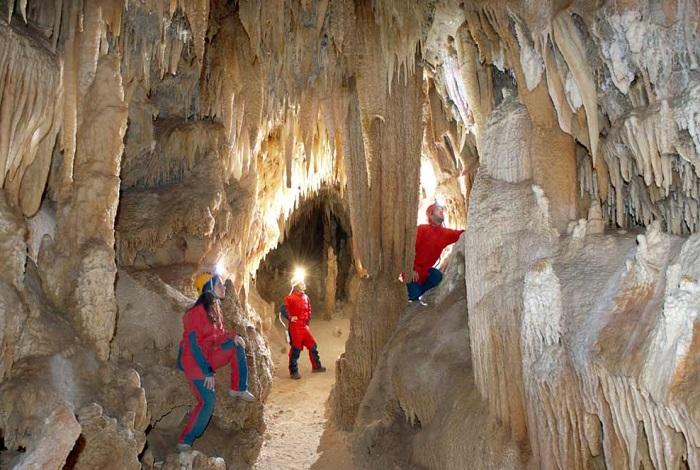 Пещерный комплекс Гротте-ди-Кастеллана