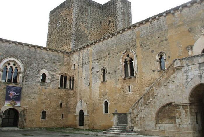 Норманнский замок Джоя-дель-Колле