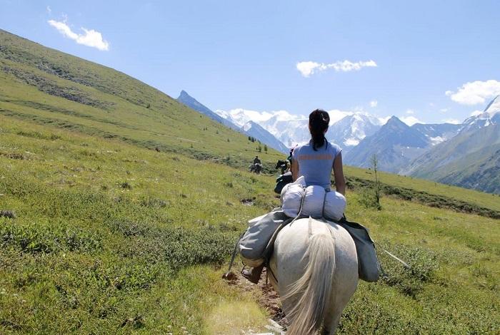 «Конный тур к подножию Белухи»