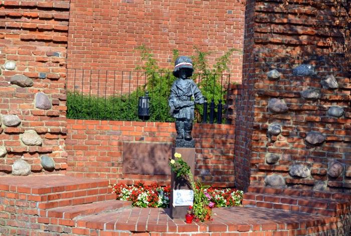 Памятник Юному повстанцу
