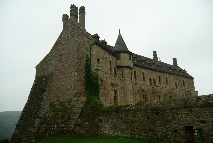 Замок Бурбансе