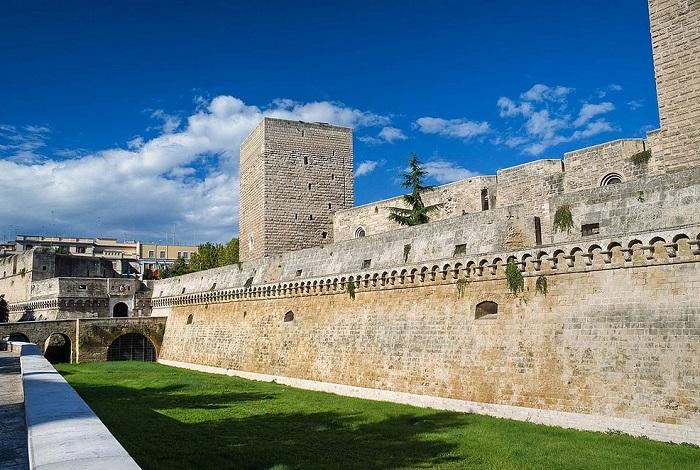 Замок Кастелло ди Бари (Швабский замок)