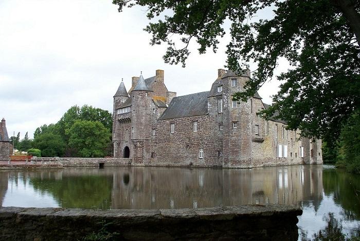 Замок Шато-де-Монмюран