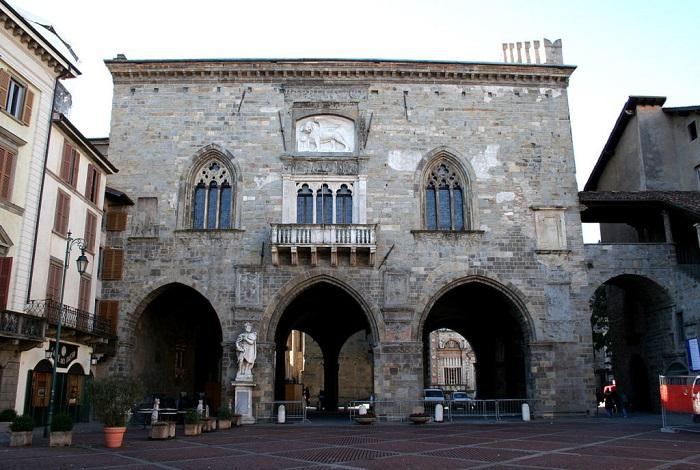 Бергамо Старая ратуша