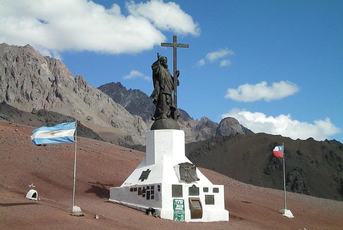 Статуя Христа-Искупителя в Андах