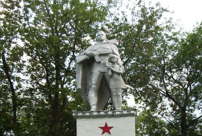 Памятник учителям и ученикам