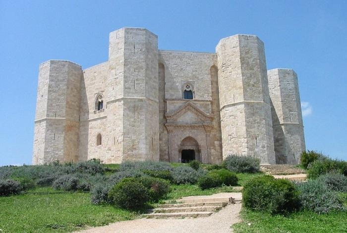 Замок Кастель-дель-Монте