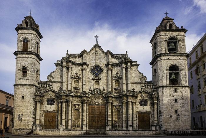 Кафедральная площадь с собором Святого Христофора