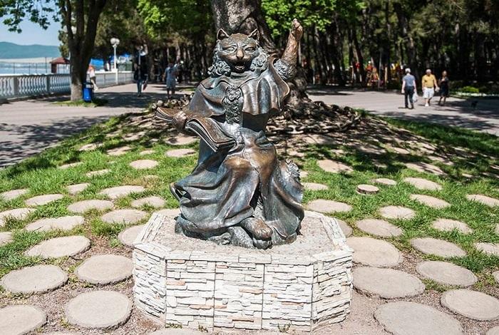 Памятник «Кот учёный»